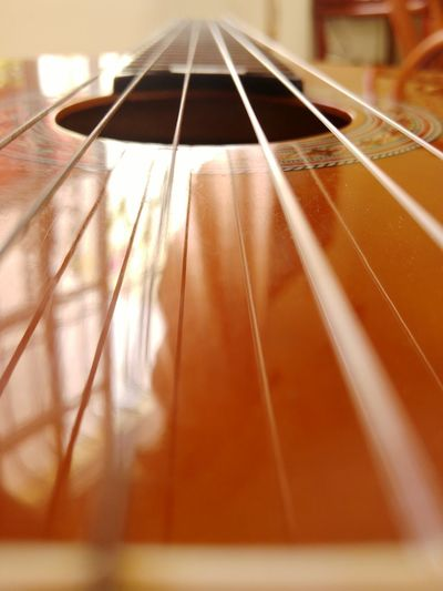 Close-up Guitar Guitarra Guitar Strings Music Brings Us Together String Instrument Strings Of Music Simplicity Simmetry Simmetric Acusticguitar Tranquility