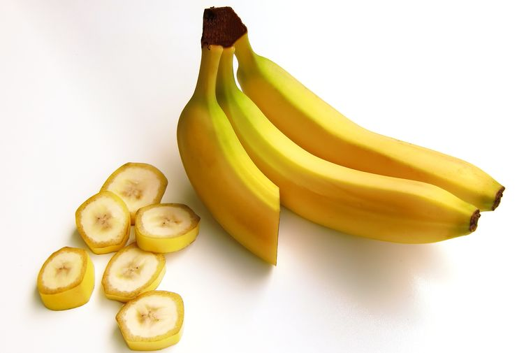 Banana Bunch Close-up Cut Out Food Food And Drink Freshness Fruit Group Group Of Objects Healthy Eating Indoors  No People Ripe SLICE Small Group Of Objects Snack Still Life Studio Shot Tropical Fruit Wellbeing White Background Yellow