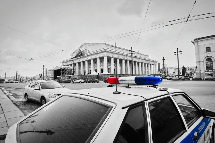 Russia Blackandwhite Schwarzweiß St. Petersburg Sankt-Petersburg Police Police Car Old St. Petersburg Stock Exchange Emergency Light Winter Architectural Column Historic Vehicle Historic Building