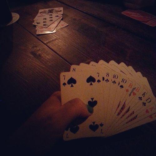 Irish Pub <3 :) Kartenspiel Playing Cards Mixery dunkel im irish pub fun friends love @lenalein96 @francakiefinger