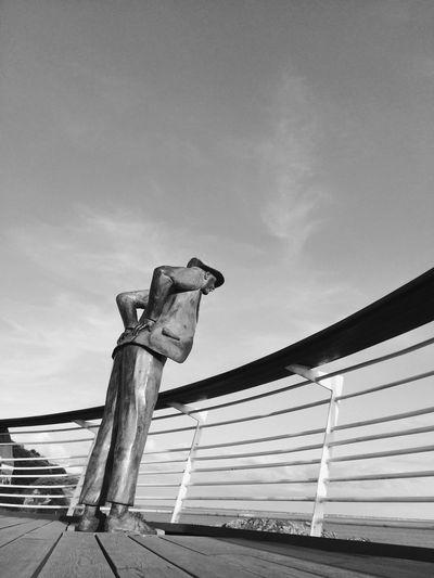 Jacques Tati Les Vacances De Monsieur Hulot Monsieur Hulot Beach Day Monsieur Hulot's Holiday Nature Outdoors Railing Sculpture Sky Wood - Material