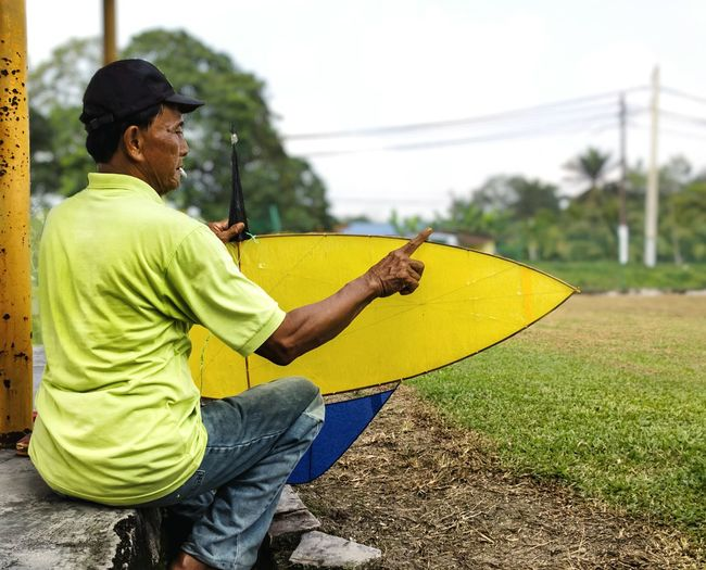 Flying Kite's Maker Flyingkites Kite Flying Yellow Color Oldman Snapshot This Is Aging