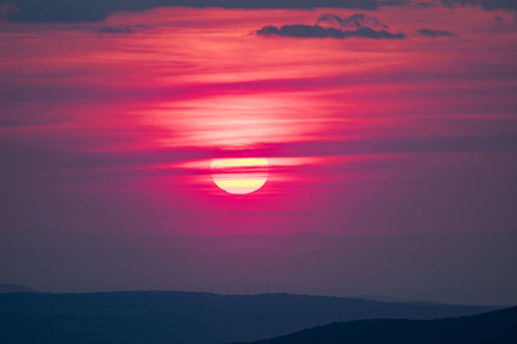 My first visit to Mount Greylock. The view was beautiful.. Sunset Scenics - Nature Sunlight Nature Sun Majestic Beauty In Nature Sky Tranquil Scene Tranquility Cloud - Sky Idyllic Mountain Outdoors Silhouette Orange Color Bright Red No People Kevin Giambertone EyeEmNewHere