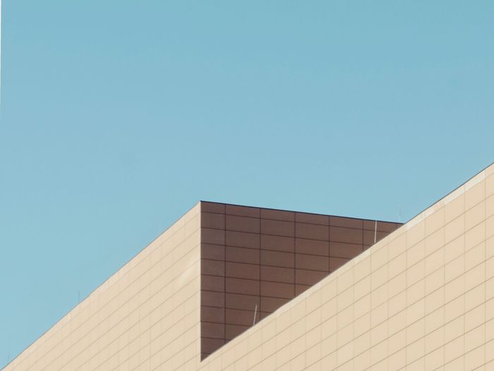 Minimal Simplicity Minimalism Lines And Shapes Urban Geometry Geometric Shape Urban Geometry Built Structure Architecture Building Exterior Sky Clear Sky Building Blue Day Copy Space Low Angle View Sunlight City Modern Outdoors High Section Wall - Building Feature The Creative - 2019 EyeEm Awards The Minimalist - 2019 EyeEm Awards