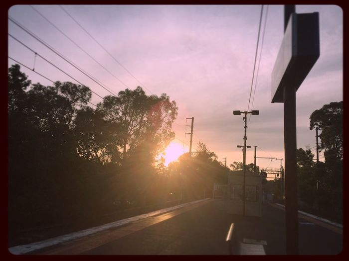 Just waiting for the train to come... 🚉🚉🚉 #prettysunset #sunset #blackburnstation #theskysaworkofart #prettyskies #waitingforthetrain 🚉☀️🚉☀️🚉☀️🚉 Prettysunset Sunset Blackburnstation Theskysaworkofart Prettyskies Waitingforthetrain