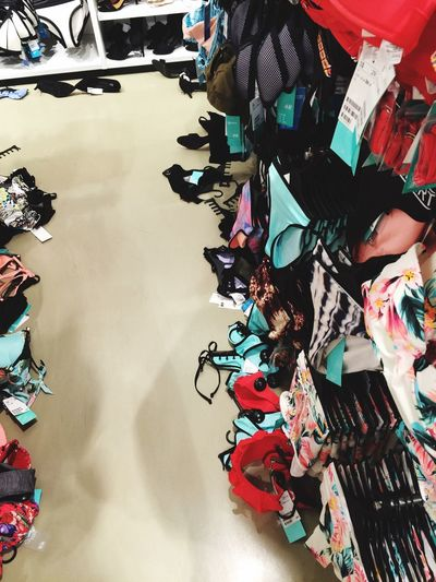 That kind of inconsiderate mess. Some people have gone crazy during great singapore sales. Inconsiderate GreatSingaporeSale H&M Bikini
